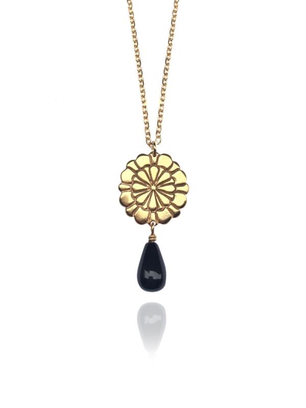 Assyrian Flower onyx pendant