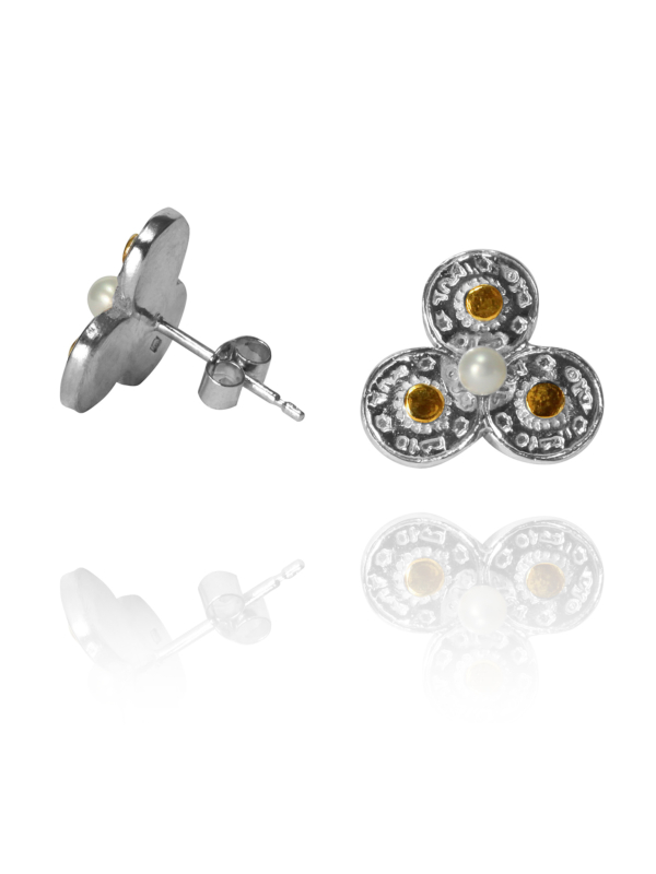 One stud earrings